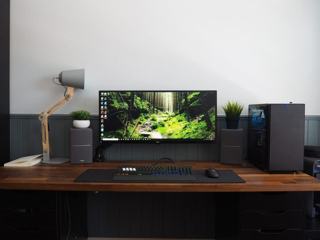 The IKEA special. The same desk everyone has made from IKEA parts.