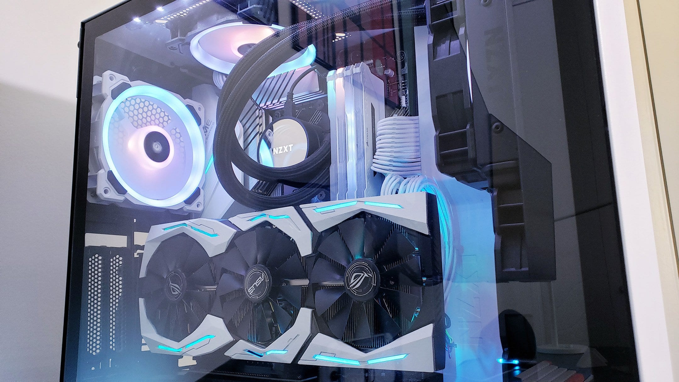 Closeup of clearmilk's PC build.
