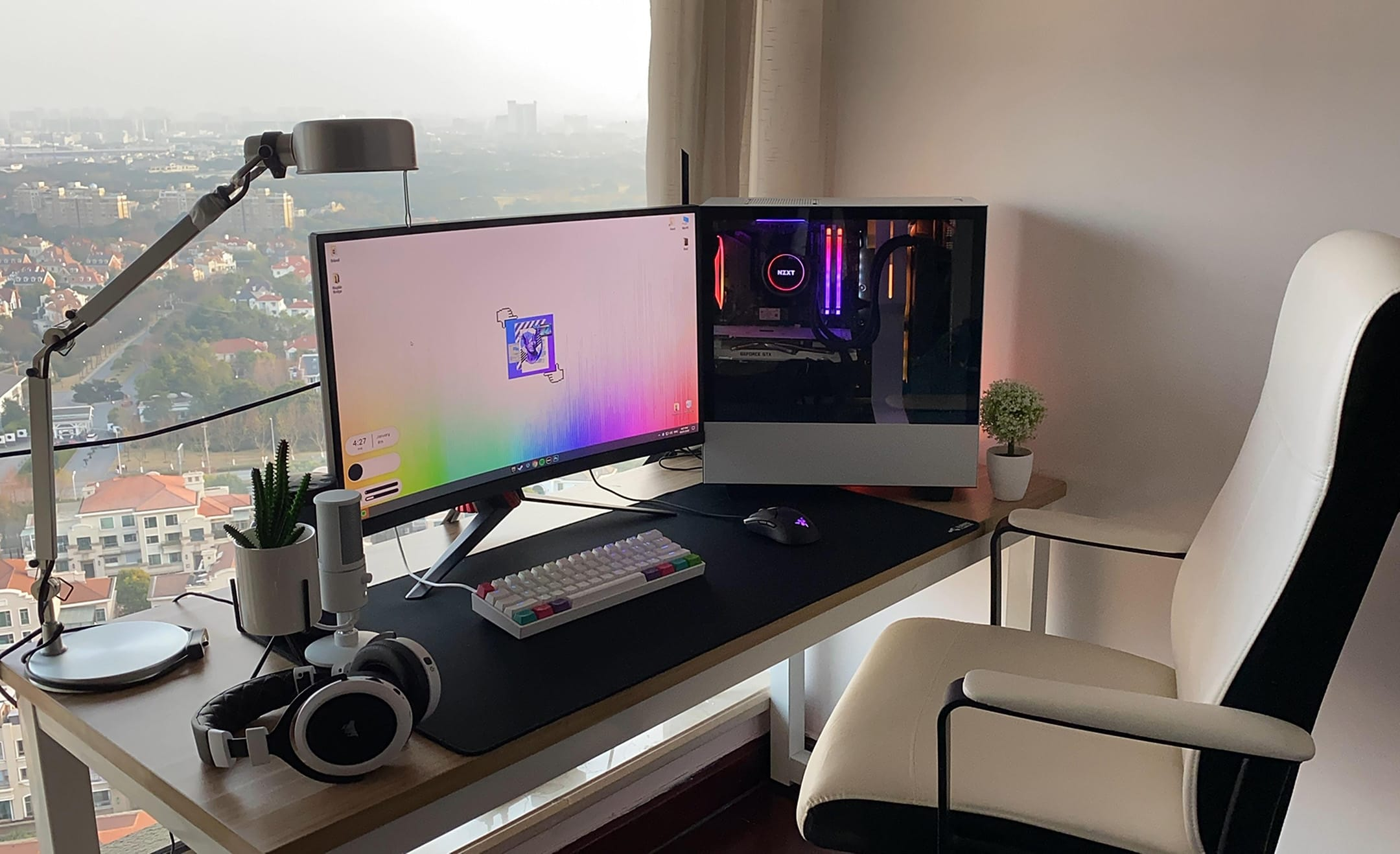 El_Sarva (Desk Setup)