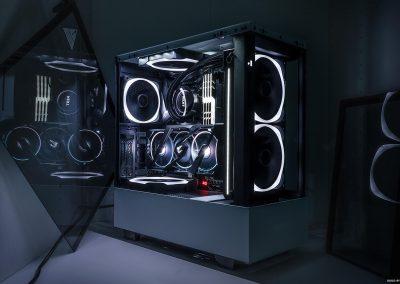 "Yolenzo's ""Portal"" PC Build"