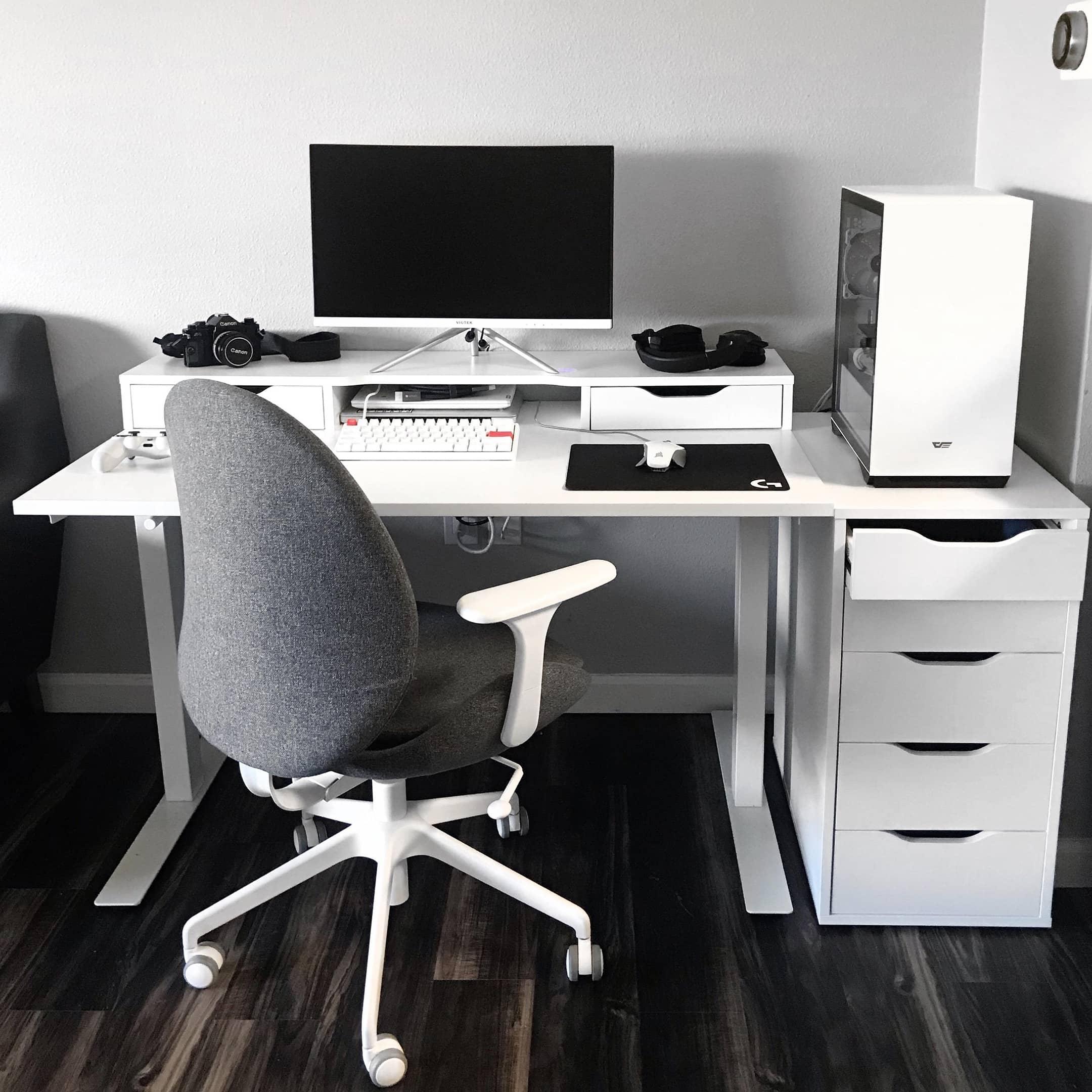 coopsmcpoops desk setup