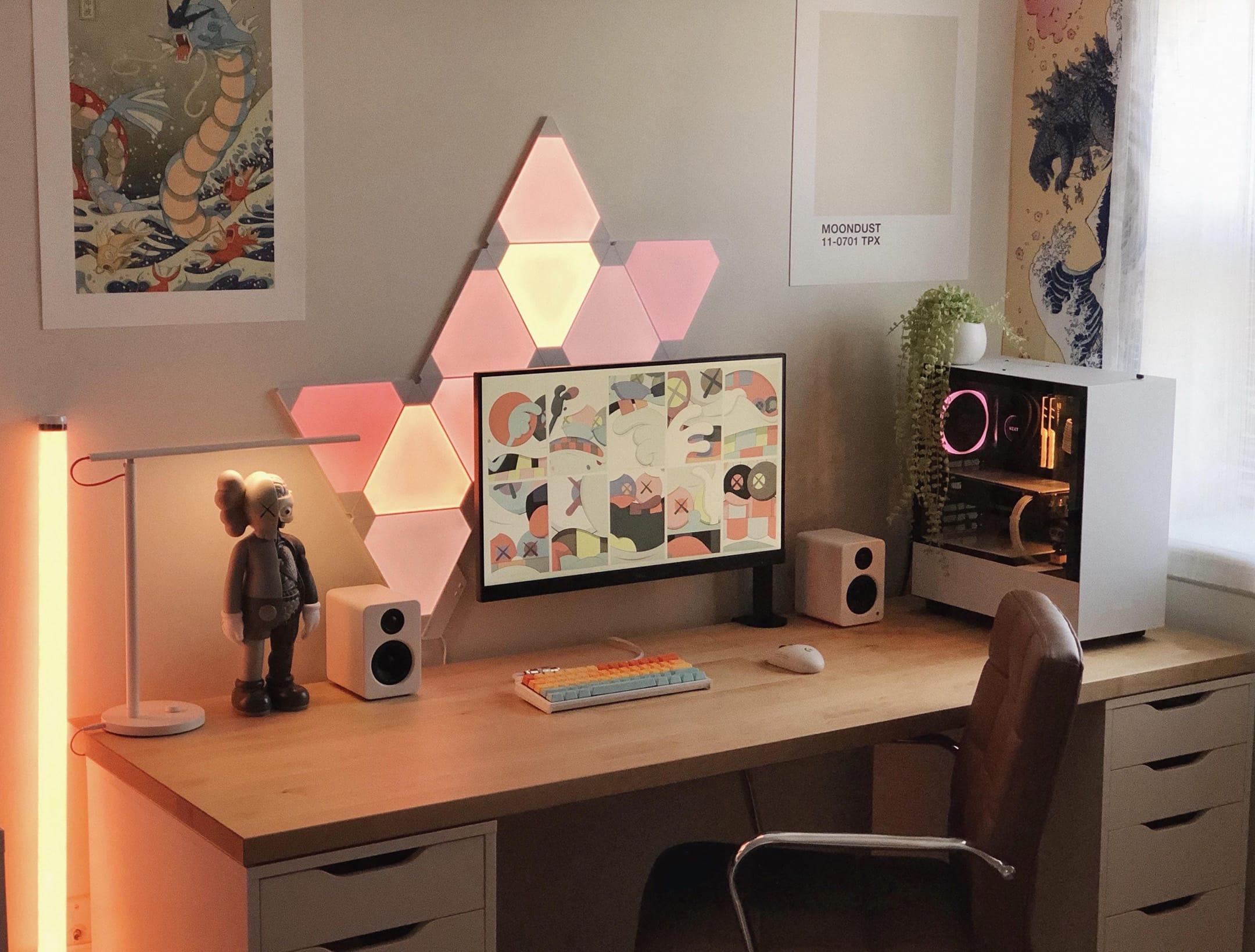 crxscxnt (Desk Setup)