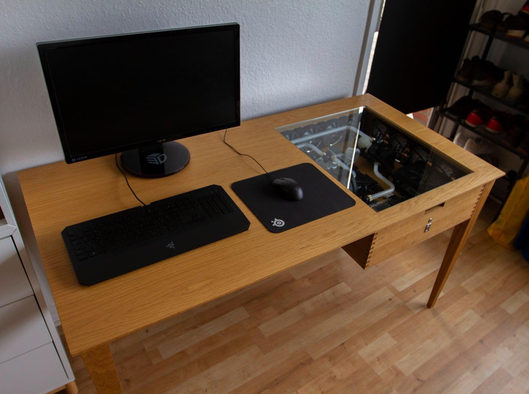 MA Modified's halfway showpiece desk PC