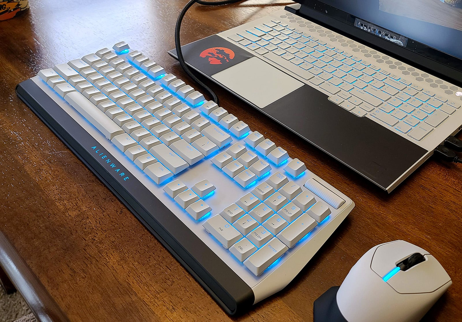 aw510k white gaming keyboard