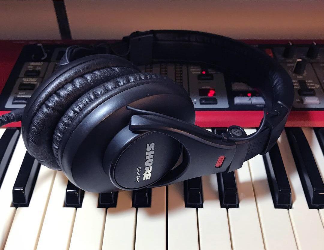 shure srh440 budget audiophile headphones