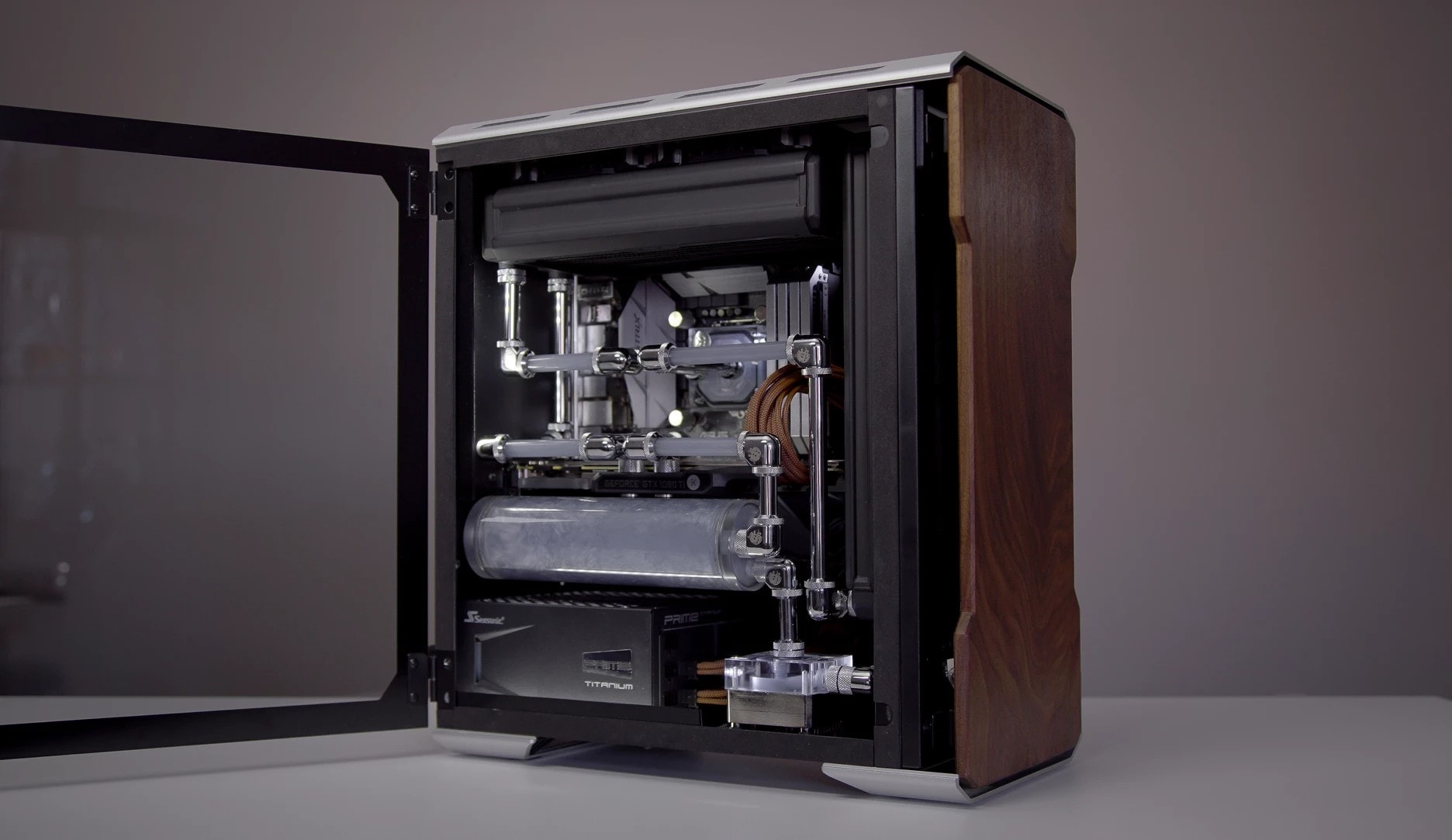 Example water cooling build in the Phanteks Enthoo Evolv mATX
