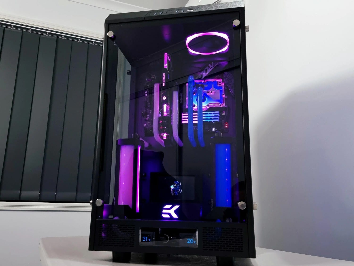 Example water cooling build in the Thermaltake Tower 900